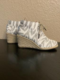 Toms Women's Gray and White Canvas Ankle Boot Wedge Lace U