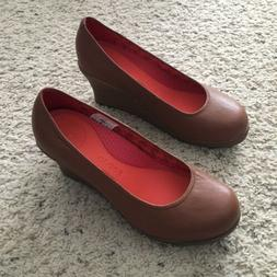 CROCS Women's 5.5 Brown w/ Faux Wood Heel Closed Toe Wedge